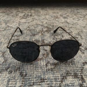 Black metal Ray Ban sunglasses